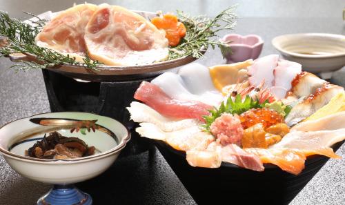 海鮮丼と大山鶏